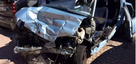OMICIDIO STRADALE foto auto distrutta incidente